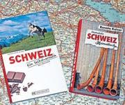 Die Bücher der Goldacher Wolf Buchinger und Renato Kaiser zum Thema Schweiz und Deutsche. (Bild: Fritz Bichsel)
