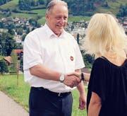 Wie Gemeindepräsident Christian Spoerlé erlaubten am Wochenende viele Ebnat-Kappler das Duzen. (Bild: PD)