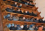 148 Stimmberechtigte wohnten am Freitagabend in der katholischen Kirche in Kirchberg der Bürgerversammlung bei. Sowohl die Jahresrechnung 2017 als auch das Budget 2018 wurden ohne Diskussionen abgesegnet. (Bilder: Beat Lanzendorfer)