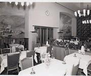 Die erste Klasse des ehemaligen Bahnhofbuffets mit den Gemälden. (Bild: Archiv Familie Kaiser)