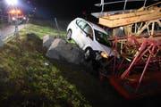 Nach dem Unfall stahlen sich die Insassen des Autos davon. (Bild: Kapo)