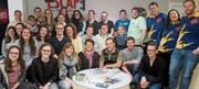 Die Mitglieder des Turnvereins Kirchberg lösten beim Teamanlass in Gruppen im Espace Room in St. Gallen knifflige Aufgaben. (Bild: PD)