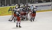 Die Spieler des SC Herisau jubelten am Samstag über den Sieg und die Tabellenspitze der 2. Liga. (Bild: bei)