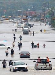 Land unter im Süden der USA: Strassen stehen meterhoch unter Wasser, viele Häuser sind unbewohnbar. (Bilder: Keystone (Houston, 27./28. August 2017))
