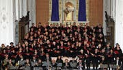 Der Oratorienchor Kreuzlingen und die Basler Münsterkantorei singen in der Kirche St. Stefan. (Bild: Christof Lampart)
