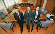 Die drei Berufsrichter am Bezirksgericht treten wieder an: Präsident Urs Haubensak (FDP), Ruth Faller Graf (SP) und Thomas Pleuler (CVP). (Bild: Reto Martin)
