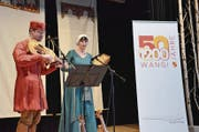Zwei mittelalterliche Spielleute umrahmen den Neujahrsapéro musikalisch. (Bild: Christoph Heer)