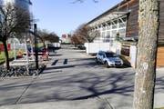 Den Parkplatz bei der Mehrzweckhalle in Rorschacherberg nutzten laut der Kantonspolizei auch Mitglieder eines Drogenrings. (Bild: Rudolf Hirtl)