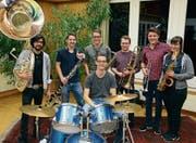 Die Funky Goats Brass Band probt für ihren nächsten Auftritt im März am Unterhaltungsabend der Bürgermusik Gams. (Bild: Corinne Hanselmann)