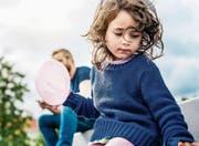 Unbehagen in der Kindheit: «Sind meine Eltern wirklich Papa und Mama?» (Bild: Getty Images)