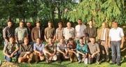 Die erfolgreichen Absolventen des Jagdlehrgangs 2014–2017 und die Prüfungskommission. (Bild: PD)