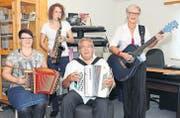 Musizieren gemeinsam: Karin Nater, Seraina Akermann, Charly und Heidi Thür. (Bild: Daniela Ebinger)