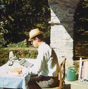 Sommer 1970: Hermann Burger arbeitet im Tessin an seinem «Lokalbericht». (Bild: Anne Marie Carrel)