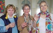 Barbara Peter (rechts) mit ihrer Nachfolgerin Marianne Burud (links), Mitarbeiterin Betreuung mit Schwergewicht Hauswartung, und Gabriella Capassi (Mitte), Leitung Haus St. Otmar. (Bild: PD)