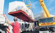Das Modul zur Stromerzeugung wird mittels Spezialtransport nach Speicher gebracht. (Bild: ker)