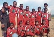Fussball als wichtiger Bestandteil im Alltag: Ein Team der kongolesischen Fussballschule «Tala Mosika». (Bild: PD)