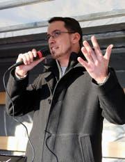 Ignaz Bearth im Rahmen einer Kundbegung von Pegida-Anhängern am Samstag, 21. Februar in Österreich. (Bild: Keystone)