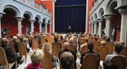 Der Innenhof ist von einer 14 Meter hohen Kuppel überspannt. Daniel Model bei der Eröffnungsrede vor den geladenen Gästen. (Bilder: Nana do Carmo)