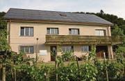 Nach der Sanierung mit der von Hannes Meier entwickelten Photovoltaik-Anlage auf der Nordseite des Daches. (Bild: Schweizer Solarpreis 2016)