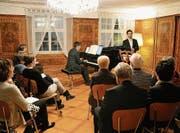 Fast im familiären Rahmen: das Konzert im Baronenhaus mit Tenor Benjamin Berweger und Pianist Sebastian Tortosa. (Bild: Carola Nadler)
