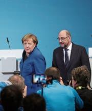 Bundeskanzlerin Angela Merkel und SPD-Chef Martin Schulz stehen in der Kritik. (Bild: Krisztian Bocsi/Bloomberg (Berlin, 12. Januar 2018))