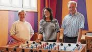 Sie freuen sich auf die Wiedereröffnung des Jugendkafis: Jasmine Schönholzer, Jeanette Pislor und Christof Kauth. (Bild: Hannelore Bruderer)