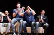 Die Vertreter von Volley Amriswil freuen sich auf der Bühne über die Wahl zur Thurgauer Mannschaft des Jahres 2017. (Bilder: Donato Caspari)