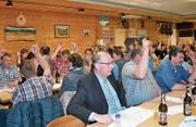 Die Toggenburger Bauern stimmen den anstehenden Geschäften zu. (Bild: Adi Lippuner)