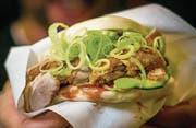 Taiwanesischer Burger mit Peking-Ente von Gua Bao. (Bild: Michel Canonica)