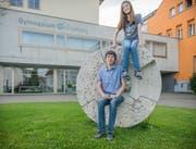 Nach sechs Jahren verlassen Alex und Marisa Bühler das Gymnasium Friedberg in Gossau. (Bild: Jil Lohse)