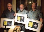 Walter Reich (Mitte) ist erster Ehrenpräsident, Werner Berger (links) und Franz Hardegger sind neue Ehrenmitglieder. (Bild: Pascal Hardegger)