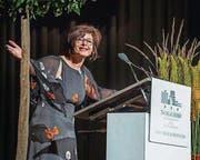 Die Rektorin Renate Stieger-Bircher gratuliert zum Lehrabschluss. (Bild: Andrea Stalder)