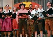Der Gemischte Chor Mettlen ist, passend zum Motto Oktoberfest, in Dirndl und Lederhosen aufgetreten. (Bild: Monika Wick)