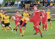 Der FC Tobel-Affeltrangen (gelb) darf auf eine gelungene Saison zurückblicken, auch wenn das letzte Spiel gegen Tägerwilen mit 2:6 verlorenging. (Bild: Mario Gaccioli)