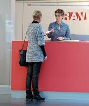 Offene Stellen müssen bei überdurschnittlicher Arbeitslosigkeit dem RAV gemeldet werden. (Bild: Keystone)