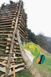 Am 18. Februar wird der Holzstoss angezündet: Unten am Plattiser Funken ist gemäss Wafa-Motto «Winter-Olympiade 2018» ein Skispringer zu sehen. (Bild: Hansruedi Rohrer)