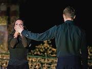 Schweigen trifft Redseligkeit: Ana Sánchez Martinez und Jack Widdowson in einem vielsagenden Zwiegespräch. (Bild: Theater St. Gallen/Andreas J. Etter)
