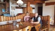 Kurt Giger und Rita Willi, welche das Berghaus Palfries in Azmoos führen, werden in der SRF-Sendung am Dienstag zu sehen sein. (Bild: Carmina Wälti)