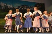 Der Nachwuchs überzeugte mit den einstudierten Tänzen. (Bild: Adi Lippuner)