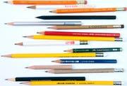 Ob weich oder hart, kurz oder lang, neutral lackiert oder mit Firmenaufdruck: Bleistifte sind patente Begleiter durch den Alltag. (Bild: Ralph Ribi)