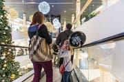 Die grosse Rabattschlacht: Auch in der Shopping Arena wird der Black Friday begangen. (Bild: Hanspeter Schiess)