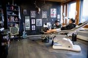 Wie viele Tattoos Jane Lutz ihren Kunden insgesamt schon gestochen hat, entzieht sich ihrer Kenntnis. (Bild: Mareycke Frehner)