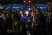 Die alte und neue Premierministerin Erna Solberg, umgeben von Unterstützern. (Bild: Heiko Junge/EPA (Oslo, 11. September 2017))