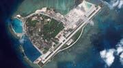 Chinesischer Stützpunkt auf der Paracel-Inselgruppe mitten im Südchinesischen Meer: Auf der Woody-Insel, die auch von Vietnam und Taiwan beansprucht wird, sollen Flugabwehrraketen und Kampfflugzeuge stationiert sein. (Bild: Getty)