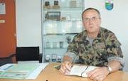 Volle Agenda, nicht nur wegen der Gripen-Abstimmung: Brigadier Werner Epper in seinem Büro an der Papiermühlestrasse in Bern. (Bild: Stefan Hilzinger)