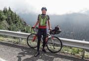 Extremsportler Oliver Bieri posiert auf dem Transfagarasan Highway, einer Hochstrasse in den Transsilvanischen Alpen in Rumänien. (Bild: PD)