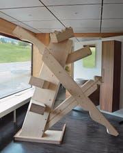 Die maschinell gefertigte Holzskulptur «Wilder Zimmermann» wird Lehrmodell. (Bild: Andy Lehmann)