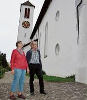 Messmerin Annemarie Stäheli und Alois Schwitter, Präsident der Paritätischen Kirchgemeinde, vor ihrem Gotteshaus im Pfyner Städtli. (Bilder: Stefan Hilzinger)