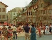 Ein Bild für das Bürgerarchiv: Das brennende Haus von Fritz Fuss an der Rathausstrasse 12. (Bild: Fotograf unbekannt (Weinfelden, 30. Juli 1978))