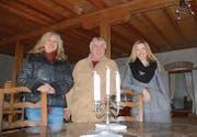 Die Initianten der Theatermühle im Theaterraum in der ehemaligen Futtermühle: Adriana Schneider, Carlos Greull und Daniela Nyffenegger. (Bild: Margrith Pfister-Kübler)